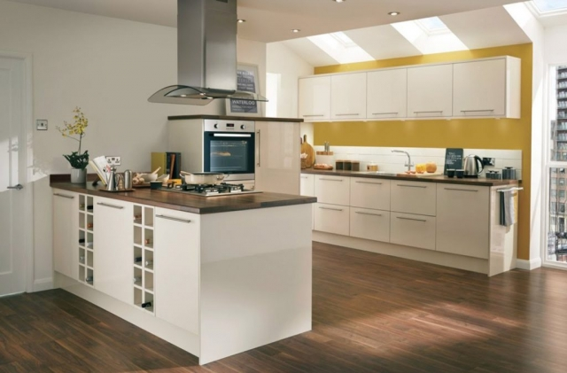 Modern kitchen fitting in Dorset by Champion Projects