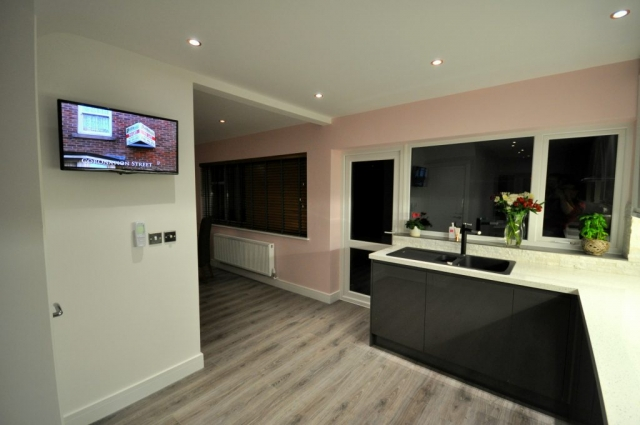 Kitchen fitters install modern open plan kitchen in Poole